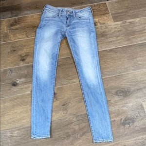 Skinny low rise American eagle jeans